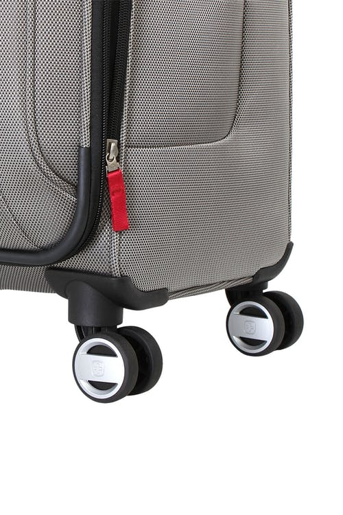 """Swiss Gear Zurich 20"""" Carry On Pilot Case Luggage Four 360 degree, multi-directional spinner wheels"""