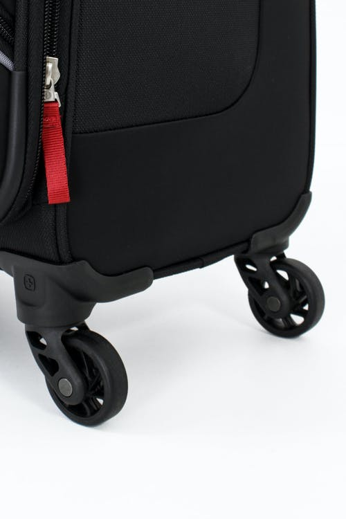 SWISSGEAR 6320 Expandable Luggage Four 360-degree, multi-directional spinner wheels