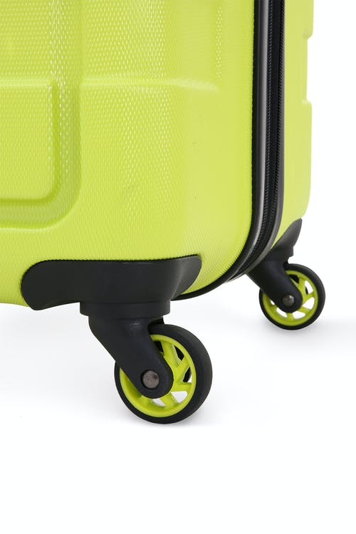 SWISSGEAR 6581 Expandable Hardside Spinner Luggage Four 360 degree multi-directional liteweight spinner wheels