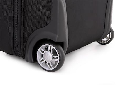 "SwissGear 6590 Geneva 20"" Carry On Luggage w/ Garment Long-lasting dual wheels"