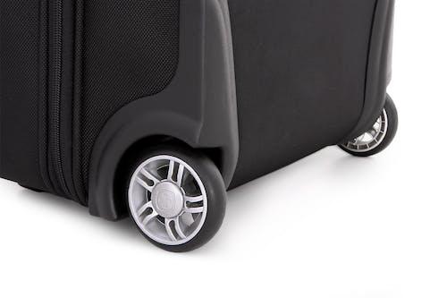 "SWISSGEAR 6590 Geneva 20"" Carry On Garment Upright Luggage Long-lasting dual wheels"