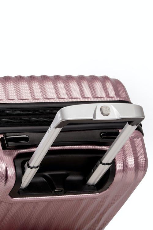 "Swissgear 7272 19"" Energie Hardside w/USB retractable locking handle"