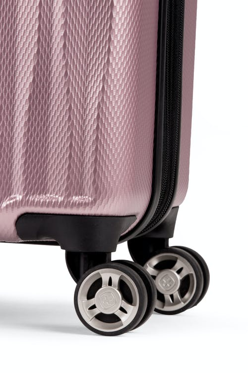 """Swissgear 7272 19"""" Energie Hardside w/USB Eight 360-degree, multi-directional spinner wheels"""