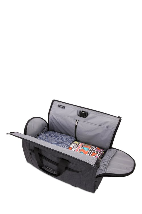 "Swissgear 7638 Getaway 21"" Duffle Deep main compartment"