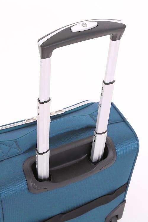 Swissgear 7850 Checklite Liteweight Underseat Luggage Lightweight, locking telescopic handle