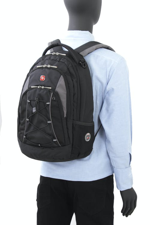 SWISSGEAR 1186 BACKPACKD-RING BUCKLE AND BUNGEE CORD SYSTEM