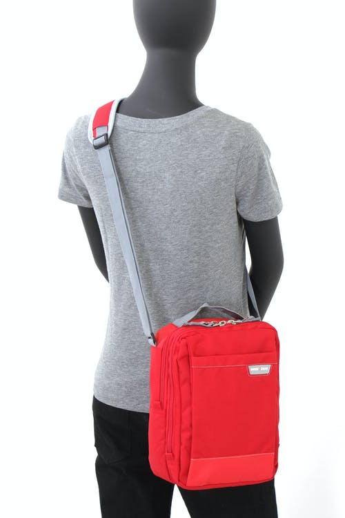 SWISSGEAR 2310 VERTICAL BOARDING BAG ADJUSTABLE WEBBING SHOULDER STRAPS WITH PADDED SHOULDER PAD