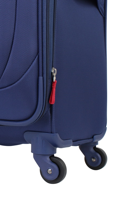 """SWISSGEAR 7208 20"""" LITEWEIGHT CARRY-ON SPINNER LUGGAGE 360 DEGREE SPINNER WHEELS"""