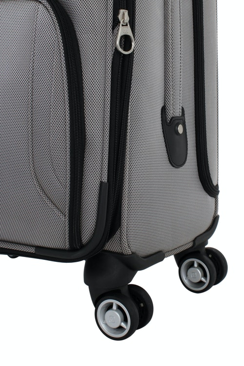 "SWISSGEAR 7895 19.5"" EXPANDABLE DELUXE CARRY-ON SPINNER 360 DEGREE MULTI-DIRECTIONAL SPINNER WHEELS"